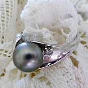REDUCED Vintage White 14 Karat Gold Grey Cultured Pearl and Diamond Ring