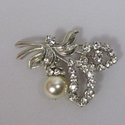 Art Deco Vintage Czech Rhinestone Pearl Brooch Pin with Dangly Pendant