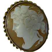 Large oval CAMEO Gold Brooch