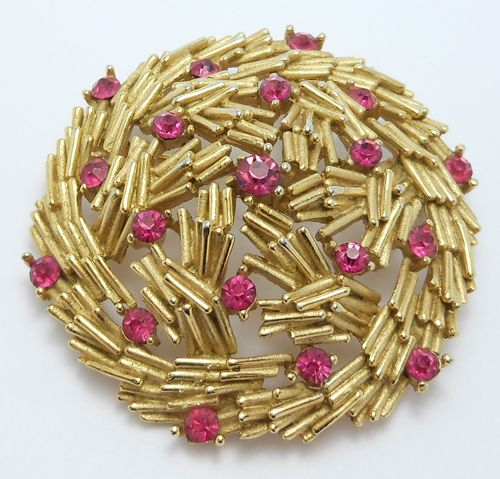 Pretty Trifari Signed Fuschia Crystal Brooch