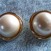 SALE REDUCED AGAIN ~ Handsome Vintage Pearl (Faux) On CrissCrossed Gold Toned Metal Clip-On Ea