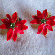 SALE REDUCED ~ POINSETTIA ~ Vintage Holiday Clip On Earrings.~ Practically New