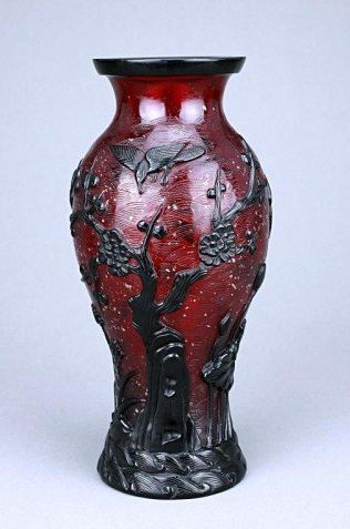 Exquisite Chinese Ruby Beijing Glass, Qianlong Reign Mark