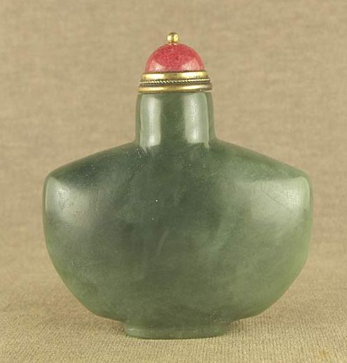Superb Chinese Apple Green Jade Snuff Bottle, Qing Dynasty