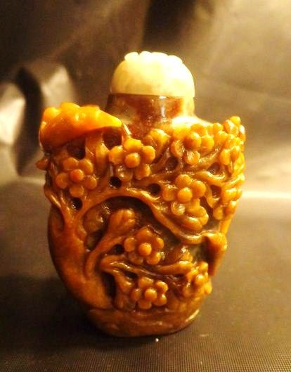 Chinese Jade Snuff Bottle, Plum Blossoms, Bat, Bird & Lingzhi
