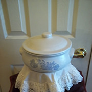 Pfaltzgraff Yorktowne China Round Covered Casserole