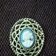 Sarah Cov Cameo Gold Tone Pin / Brooch