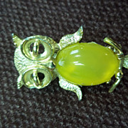 Gold Tone Owl Pin