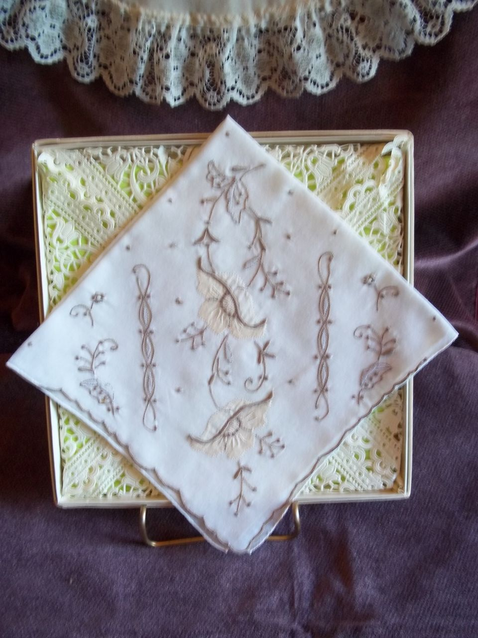 Vintage Embroidered Tan and White Floral Pattern Handkerchief / Hankie
