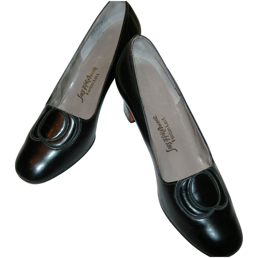 Vintage Saks Fifth Avenue Black Pump