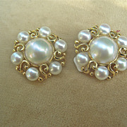 LARGE Beautiful 14 karat yellow gold Mabe' Pearl Earrings 1950-60 clip backs