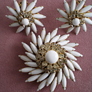 Judy Lee Brooch & Earring Set  Lovely Milk Glass