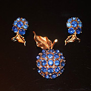 Vintage HOLLYCRAFT Signed RARE Blue Crystal Rhinestone Apple Brooch Earrings Set
