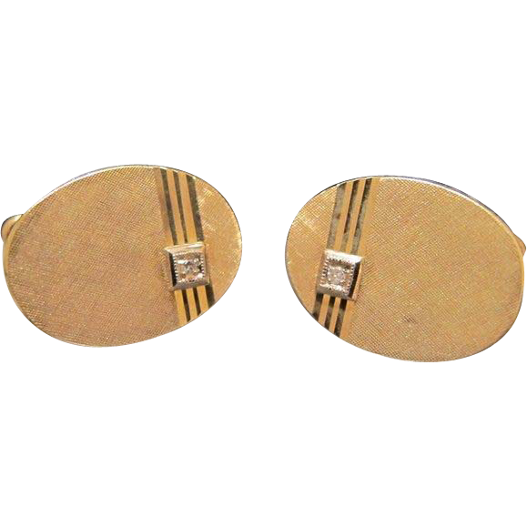 Fourteen karat yellow gold cuff links with a little Diamond