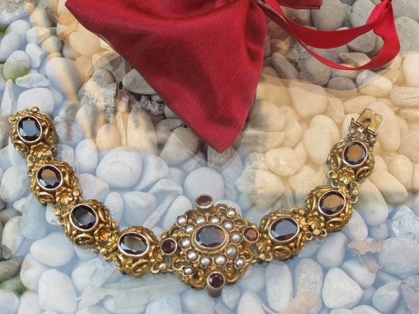 Garnet and cultured pearl bracelet set in gilded silver, 19th century