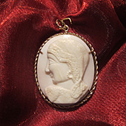 Antique shell Cameo pendant depicting a female profile, 18th century
