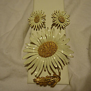Super Marvella Daisy Gold Tone & Enamel Brooch & Earring Set