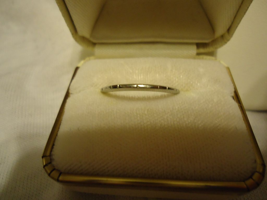 Beautiful 18k White Gold Art Deco Size 6 Wedding Band Estate Ring