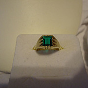 SALE Beautiful 10k Yellow Gold Green Stone Art Deco Size 6.5 Ring