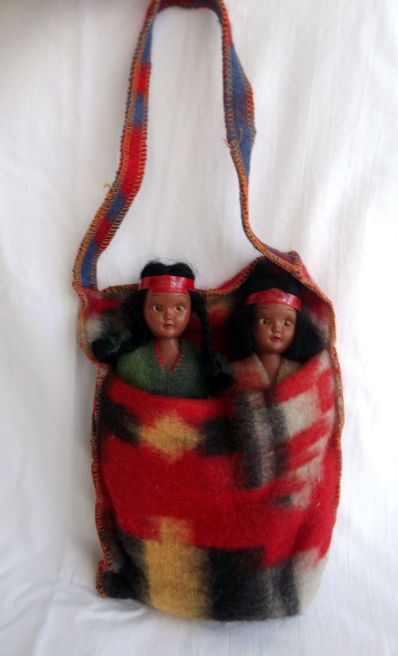 Vintage Pair of Indian Native American Dolls In Blanket Blinking Eyes