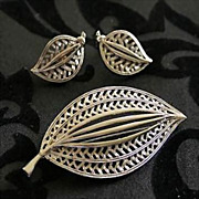 Vintage JJ Silvertone Leaf Style Demi Parure - Brooch & Clip Earrings