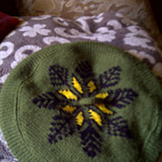 Knitted vintage womens green black yellow snowflake