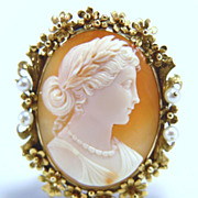 Art Noubeau Elaborate Cameo in 14k Gold Floral Frame with Pearls