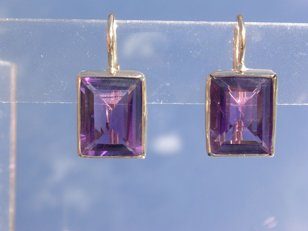 14kt Yellow Gold Square Amethyst Dangle Earrings