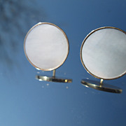 14kt Round Mother-of-Pearl Stud Earrings