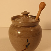 JUGTOWN Pottery Honey Pot with Wood Server