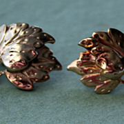 Vintage Gold Tone Screw Post Earrings of Grapes and Grape Leaves