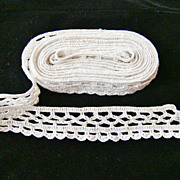 "Long piece of White Crochet Edging Lace, 1 1/4"" x 120"""