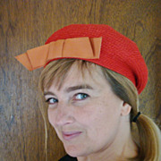 1950s-1960s Red-orange woven beret hat with bow