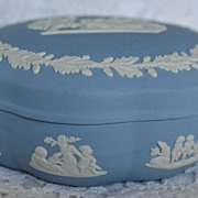 Wedgwood Jasperware Classic Trinket or Candy Box Cream on Lavender