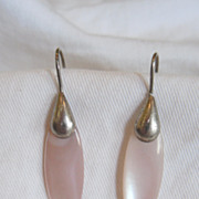 SALE Vintage Silver Tone Teardrop Earrings with Light Pink Mother of Pearl Shell