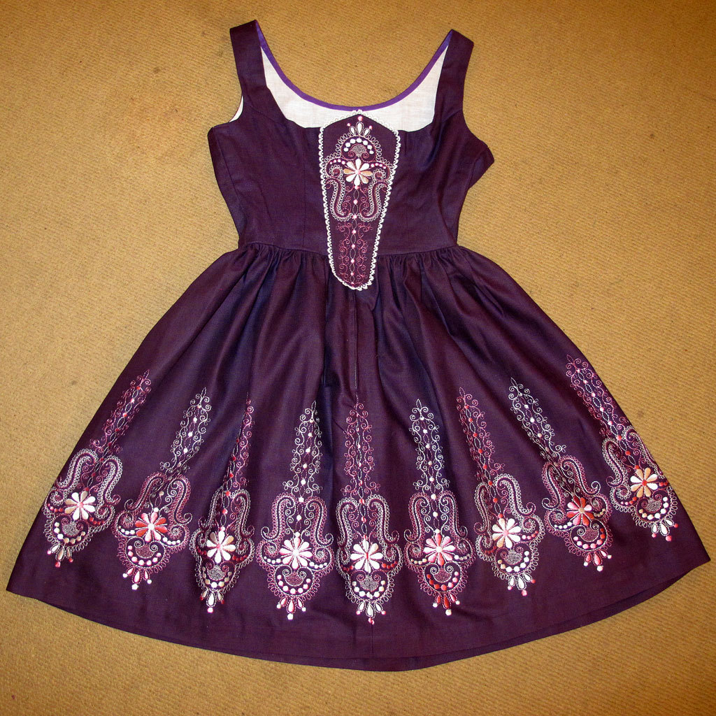 Embroidered dirndl bavarian german dress traditional costume 2pc from