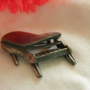 SALE Cute Pewter Piano Brooch ~ Hand Wrought