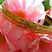 SALE Super Pretty Etched Gold Tone Bangle ~ Super Clean!