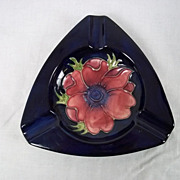 Moorcroft Triangular Anemone Pattern Blue Ashtray 1950-83