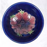 Small Moorcroft Pedestal Bowl in the Anemone Pattern 1950/83