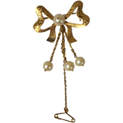 Vintage 18 Carat Gold Bow  Brooch With Dangling Chain And Pearl