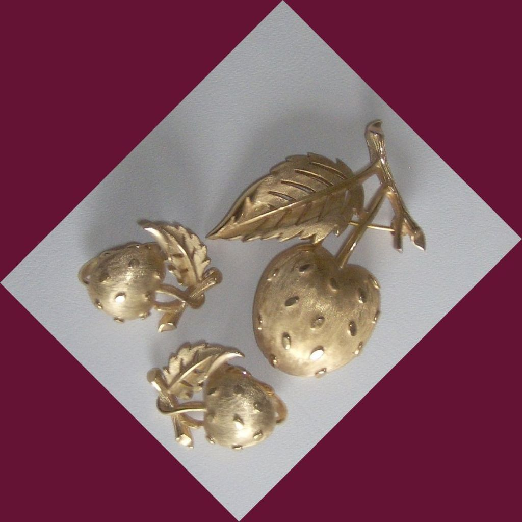 Vintage Trifari Faux gold Strawberry earrings and brooch / pin Set