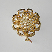Vintage Trifari  Faux Pearl Gold Tone Flower Brooch Pin