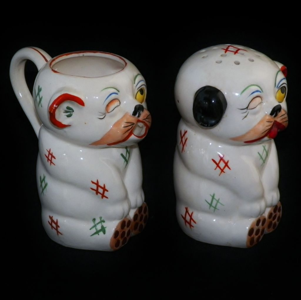 Unlicensed Japanese Bongo Dog Creamer and Sugar Saker
