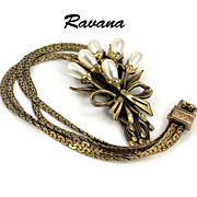 Vintage Rare Ravana Signed Gold Tone Imitation Pearl Pendant Necklace