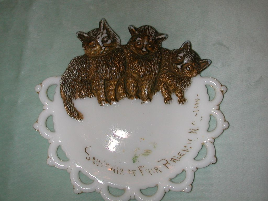 Westmoreland Three Kittens Milk Glass Souvenir Plate.