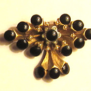 Beautiful Vintage &quot;HAR&quot; Cabochon Dangle Brooch