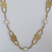 Vintage Gold Tone and Faux Pearl Necklace.