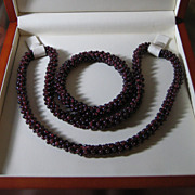 SALE Vintage_garnet_set_necklace_bracelet_wwoden_gift_box