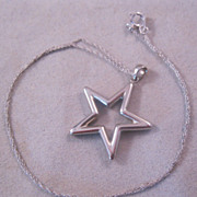 "Estate 10K White Gold Star Pendant & 18"" Chain Necklace"
